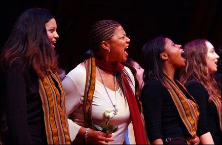 Queen Latifah and Kuumba singers