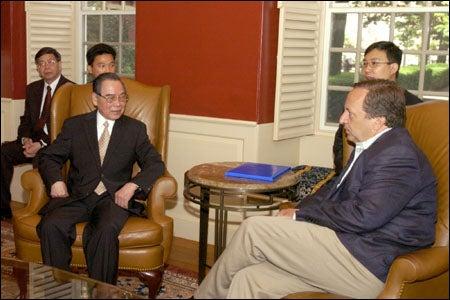 Vietnamese Prime Minister Phan Van Khai with Harvard University President Larry Summers