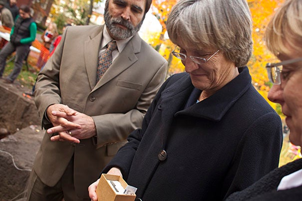 Harvard President Drew Faust (center) visits the Yard dig outside her Massachusetts Hall office. Professor William Fash, Charles P. Bowditch Professor of Central American and Mexican Archaeology and Ethnology (left), Faust, and Executive Vice President Katherine Lapp examine an 18th century slate pencil found at the site.