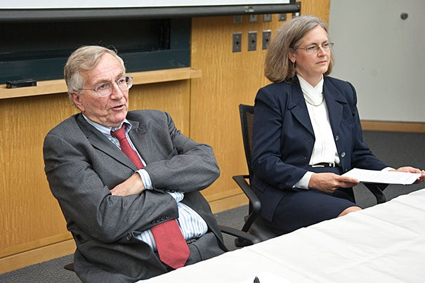 """Seymour Hersh (left), who delivered the annual Manshel Lecture, offered a """"gloomy"""" picture of the Afghan war that has few prospects for the United States exiting cleanly or soon. Hersh was introduced by Weatherhead Center director Beth Simmons (right)."""