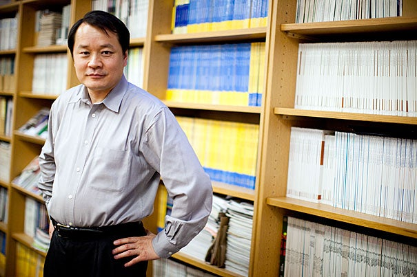Mallinckrodt Professor of Chemistry and Chemical Biology Sunney Xie has been awarded the Founders Award, which is given to scientists for outstanding achievement in any area of biophysics.