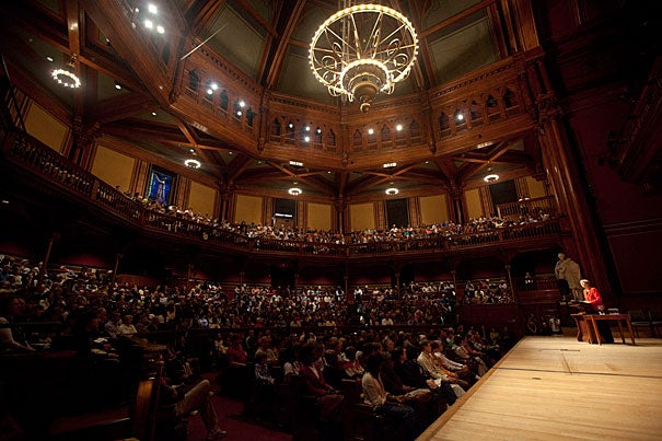 Harvard College Dean Evelynn M. Hammonds and President Drew Faust welcomed the families of first-year undergraduates to campus Oct. 14 for the start of Freshman Parents Weekend, a two-day program of lectures, tours, and open houses. A record number of attendees — nearly 2,400 parents and guests and more than 1,000 members of the Class of 2015 — registered for this year's program.