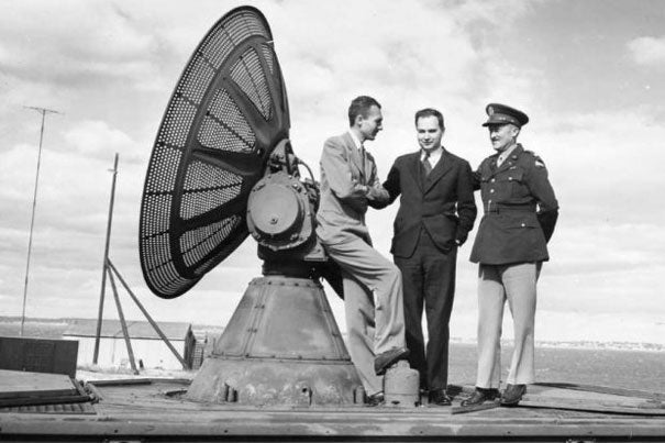 Lee Davenport (left) leaning against his invention, an SCR-584, in 1942, with Ivan Getting and Lt. Col. Arthur H. Warner.