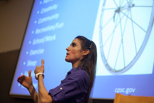 The Optimal Health program held over Wintersession brought Elizabeth Frates '90, the director of medical student education at Boston's Institute of Lifestyle Medicine, to the Fong Auditorium. Frates had students fill out a wellness wheel and rank on a scale of 1 to 10 the importance of friends, fun and recreation, sleep, nutrition, exercise, and other aspects of physical and mental health.