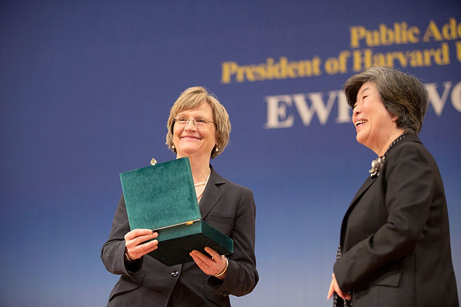 Myong-Sue Chang (right), chairperson of Ewha's Board of Trustees, awards Harvard President Drew Faust a plaque and the title of Distinguished Honorary Ewha Fellow.