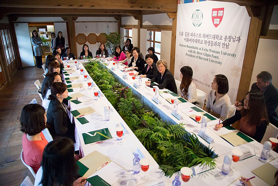 Harvard President Drew Faust and Ewha President Sun-Uk Kim meet with students at Ewha Womans University.