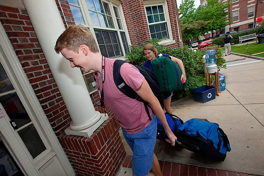 Billy Cox '17 gets a hand from his sister, Elizabeth, as he moves into Pennypacker Hall.
