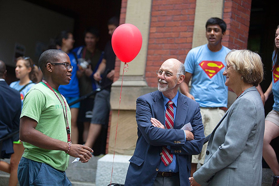 Tyrik La Cruise '17 (from left) chats with interim Dean of Harvard College Donald Pfister and Harvard President Drew Faust as he moves into Weld Hall.