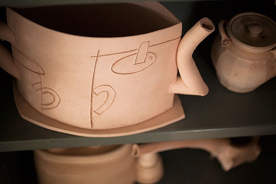 An engraved interpretation of a kettle.