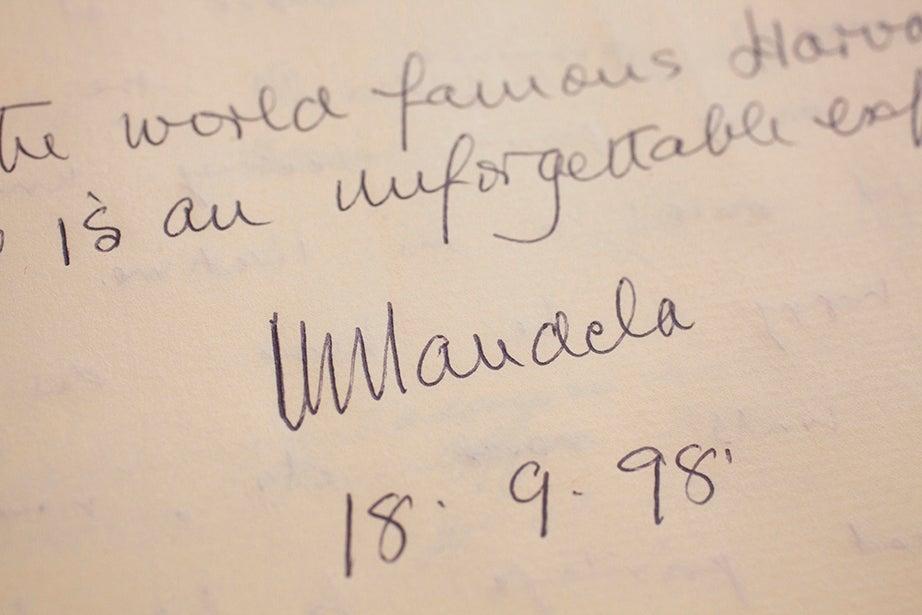 """An """"unforgettable"""" Nelson Mandela, 1998"""