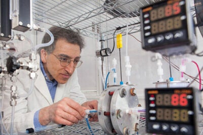 A metal-free flow battery that relies on the electrochemistry of naturally abundant, inexpensive, small organic (carbon-based) molecules was designed, built, and tested in the laboratory of  SEAS Professor Michael J. Aziz (pictured).