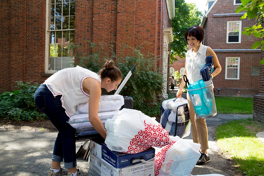 At Mower Hall, Valerie Kalkejian '18 gets a helping hand from her mother, Marcella Mora. Rose Lincoln/Harvard Staff Photographer