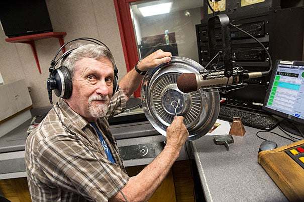 "Every week, Lynn Joiner '61 welcomes listeners to ""Hillbilly at Harvard"" radio show on University station WHRB (95.3 FM)."