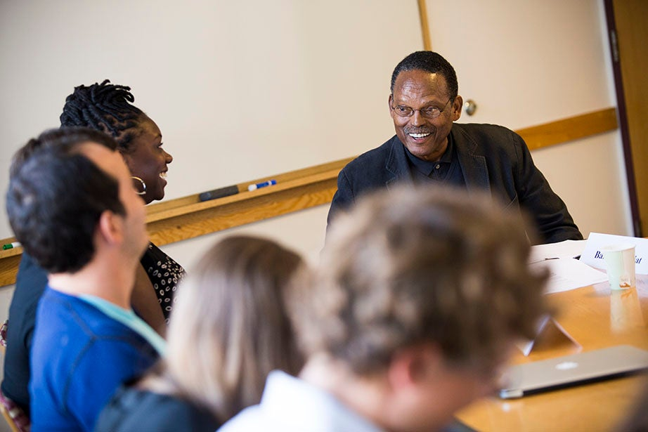 William Julius Wilson (right) leads the discussion in a sociology seminar. Stephanie Mitchell/Harvard Staff Photographer