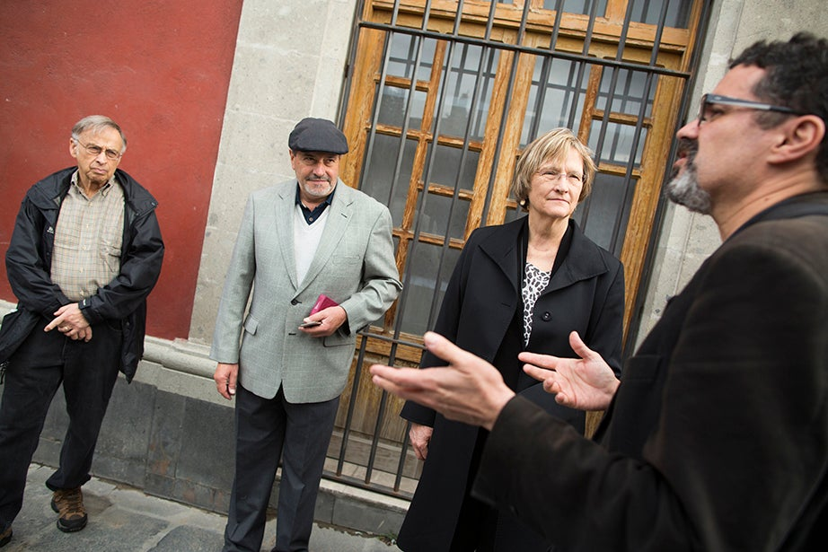 Ernest E. Monrad Research Professor of the Social Sciences Charles Rosenberg (from left), Museo del Templo Mayor Director Carlos Javier González, Harvard President Drew Faust, and Instituto de Investigaciones Estéticas Director Renato González Mello converse before walking to the Palacio Nacional in Mexico City. Stephanie Mitchell/Harvard Staff Photographer