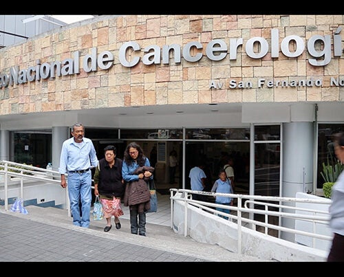 The main entrance to the National Institute of Cancer of Mexico is at No. 22 Avenue San Fernando in Mexico City. Its new wing illustrates the enhanced access to treatment provided by Seguro Popular.