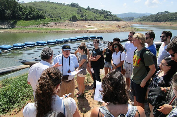 Sustainability issues in urban cities brought together Harvard and Brazilian students during a 10-day workshop in São Paulo. Professor Rubem Porto explained the current state of the severe drought in the Sistema Cantareira reservoir system near the temporary floating pumps used to extract water from the dead space of the reservoir.