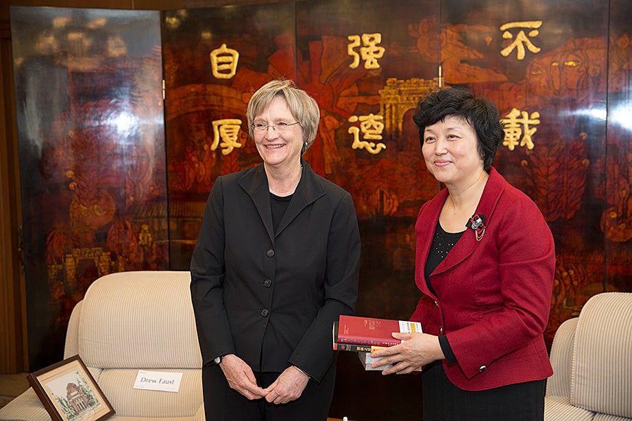 Tsinghua party secretary Chen Xu meets with Drew Faust before the Tsinghua Global Vision Lecture.