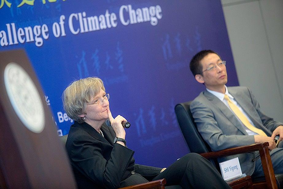 Tsinghua Professor Yigong Shi and Drew Faust during the Tsinghua Global Vision Lecture.
