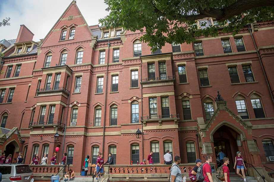Students move into Matthews Hall. Kris Snibbe/Harvard Staff Photographer