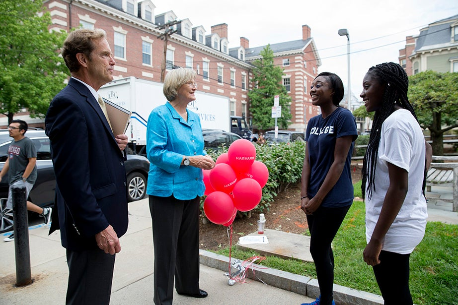 Harvard President Drew Faust and Dean of Freshmen Thomas Dingman greet freshman Priscilla Badu (center) and her sister Crystal of Alexandria, Va. Priscilla will reside in Pennypacker Hall. Rose Lincoln/Harvard Staff Photographer