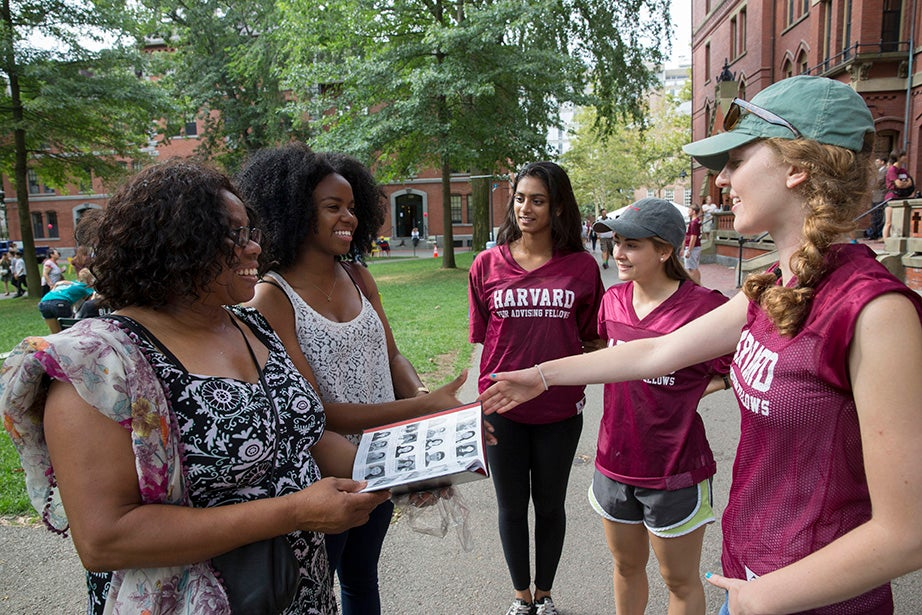 Geraldine Chima (from left) looks on as her daughter, Angelica Chima '19, gets some help moving into Matthews Hall from Jane Jacob '16, Jessika Nebrat '18, and Eleanor Bridge '17. Kris Snibbe/Harvard Staff Photographer