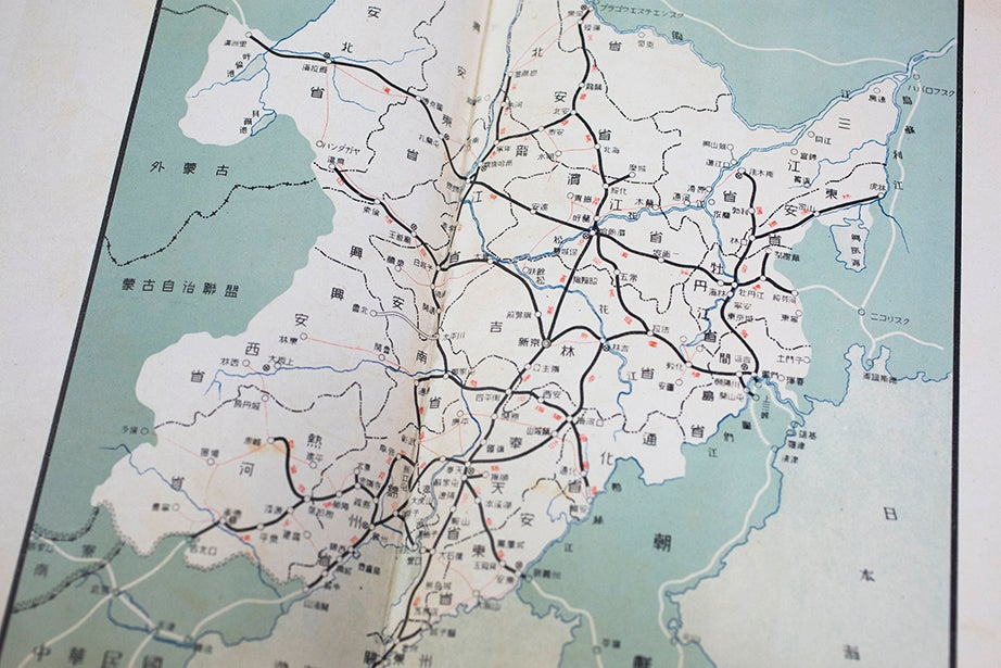 A contemporary map shows rail lines between major cities, which included present-day Dalian and Ryojun.