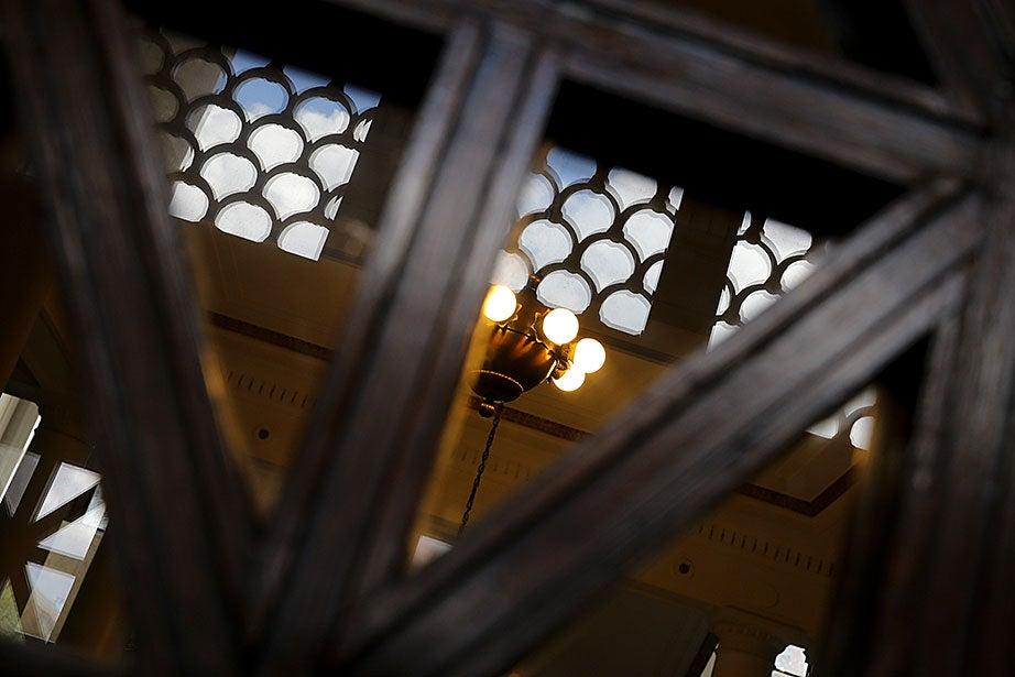 Bronze light inside Gordon Hall at Harvard Medical School. Rose Lincoln/Harvard Staff Photographer