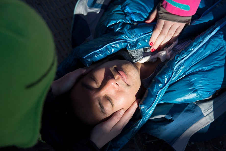 Haley Langan '18 practices a simulated emergency during a wilderness first responder. Harvard Business School student Michael Zheng '12 pretends to be injured. Kris Snibbe/Harvard Staff Photographer
