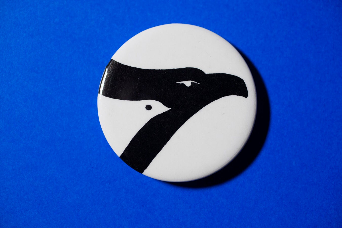A button with a dove embedded within an eagle signifing the American peace movement.