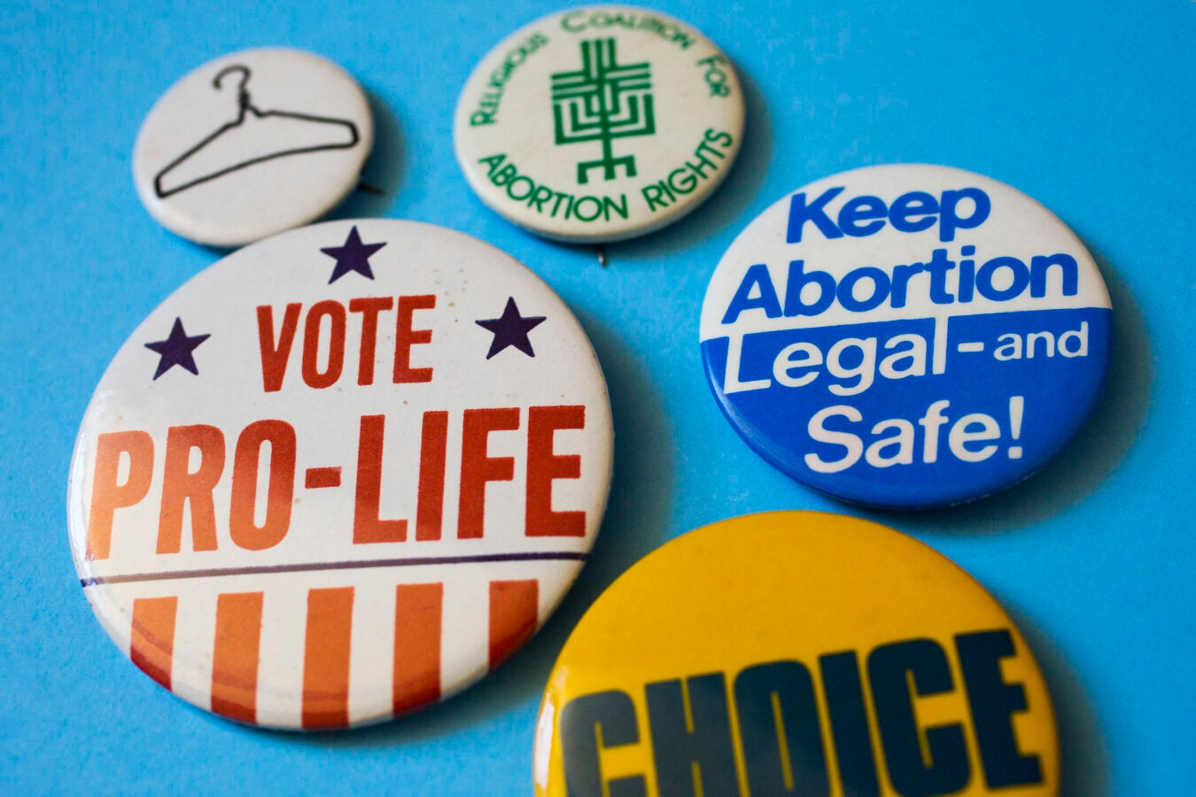 Buttons for and against reproductive rights.