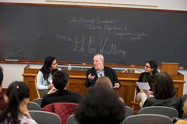 In conversation with student interviewers Mahnoor Ali '19 (left) and Cary Williams '16 (right), Per Wästberg, chairman of the Nobel Committee for Literature, discussed the prize's history and selection process.