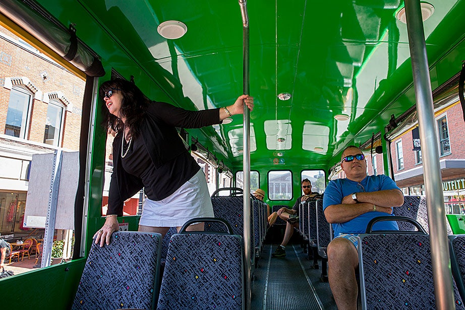 Native Floridians take a double-decker bus around Harvard and MIT.