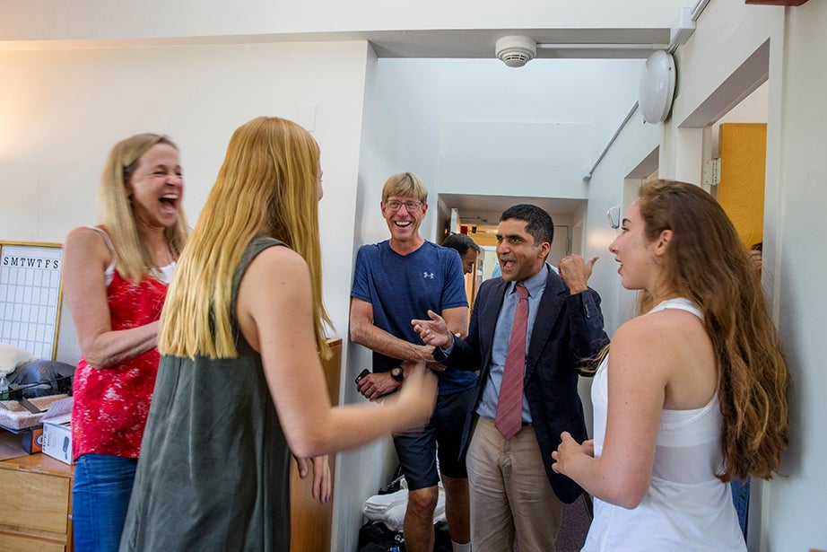 Laurie (left), Erin '20, and Tom McCarthy of Manhattan Beach, Calif., connect with Dean of Harvard College Rakesh Khurana. Erin's roommate, Sofia Mascia '20, laughs along. Rose Lincoln/Harvard Staff Photographer