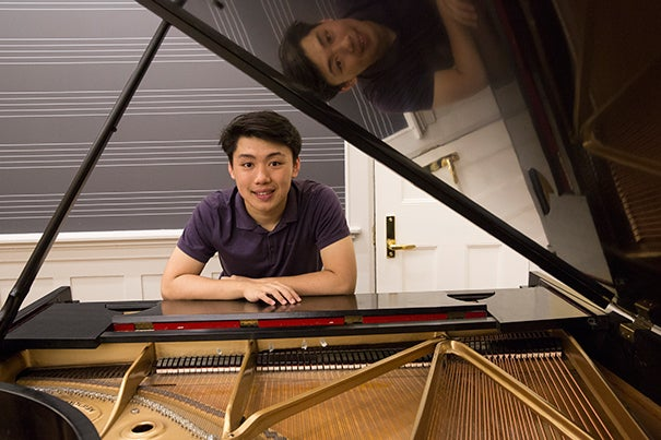 A joint Harvard-New England Conservatory student concentrating in English, George Li is a piano virtuoso looking to make connections between his instrument and the literature he reads.