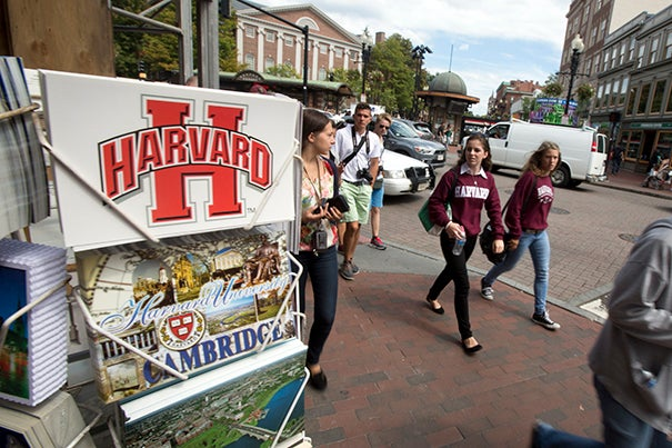 Harvard Square is one of the most walkable neighborhoods of Cambridge, offering a great deal of visual stimulation and several destinations in a small area.