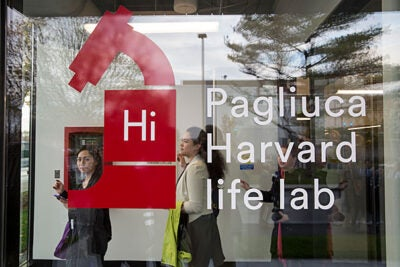 The newly opened Pagliuca Harvard Life Lab offers shared space for high-potential life sciences and biotech startups that are founded by Harvard faculty, alumni, students, and postdoctoral scholars.