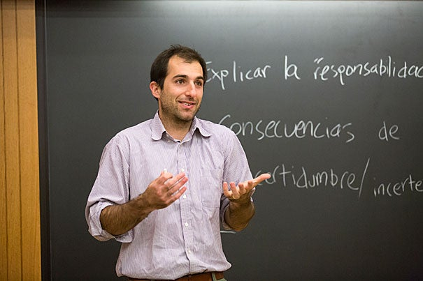 Harvard Law School alumnus Joey Michalakes teaches a Spanish course for HLS students who need help translating legal concepts and terminology to serve their Latino and Hispanic clients, most of whom speak only Spanish.