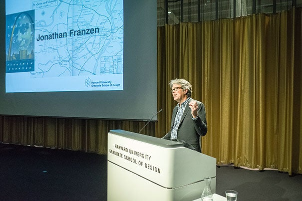 During his talk at the Graduate School of Design, novelist Jonathan Franzen took aim at progressives on several issues, including for actions he said undermine free expression.