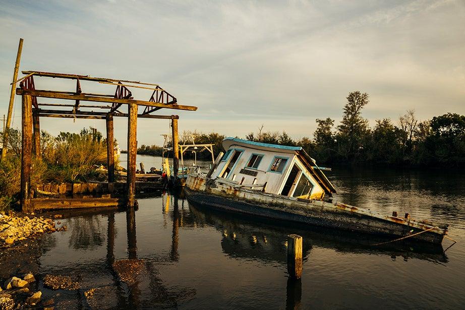 Sunken boat, Hopedale, La. Photos by Aníbal Martel