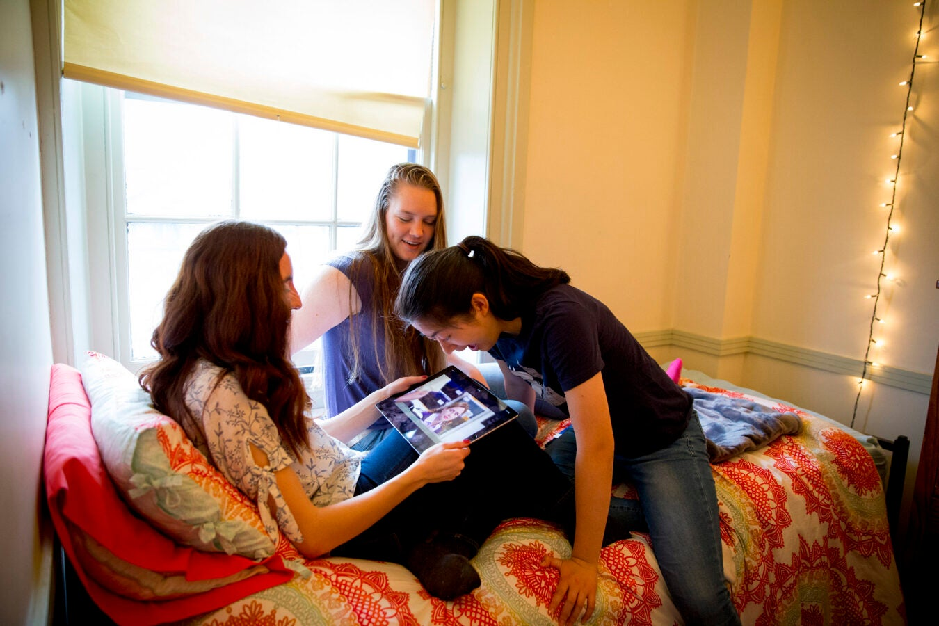 Thayer House freshmen friends, Kristie Colton, '20 of Utah (from left); Georgia Seidel, '20 of Australia, and Rebecca Chen, '20 of California binge watch The Office.