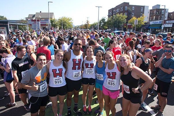 Crowd of Harvard runners for Honan 5K