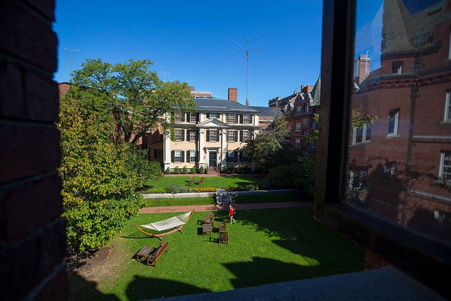 Adams House resident Christie Tzelios '18 crosses the courtyard, passing Apthorp House. Apthorp was built in 1760 and today is home to resident deans Judith and Sean Palfrey.