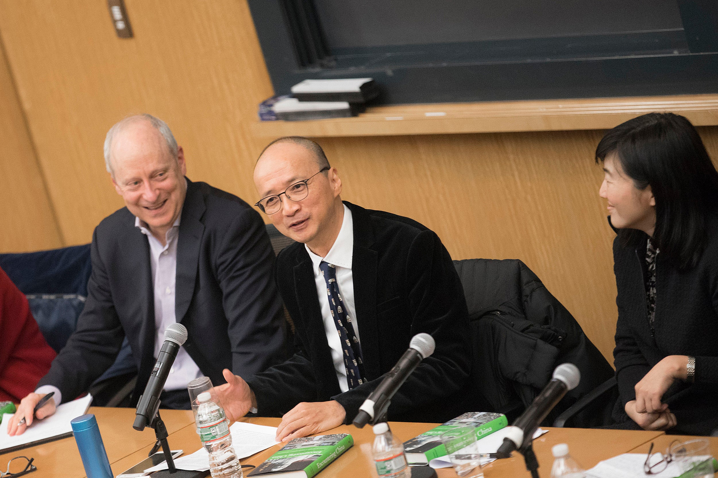 """Michael J. Sandel (left) discusses Confucian and Daoist traditions with Joseph C.W. Chan. The event marks the publication  of """"Encountering China: Michael Sandel and Chinese Philosophy,"""" a collection of essays."""