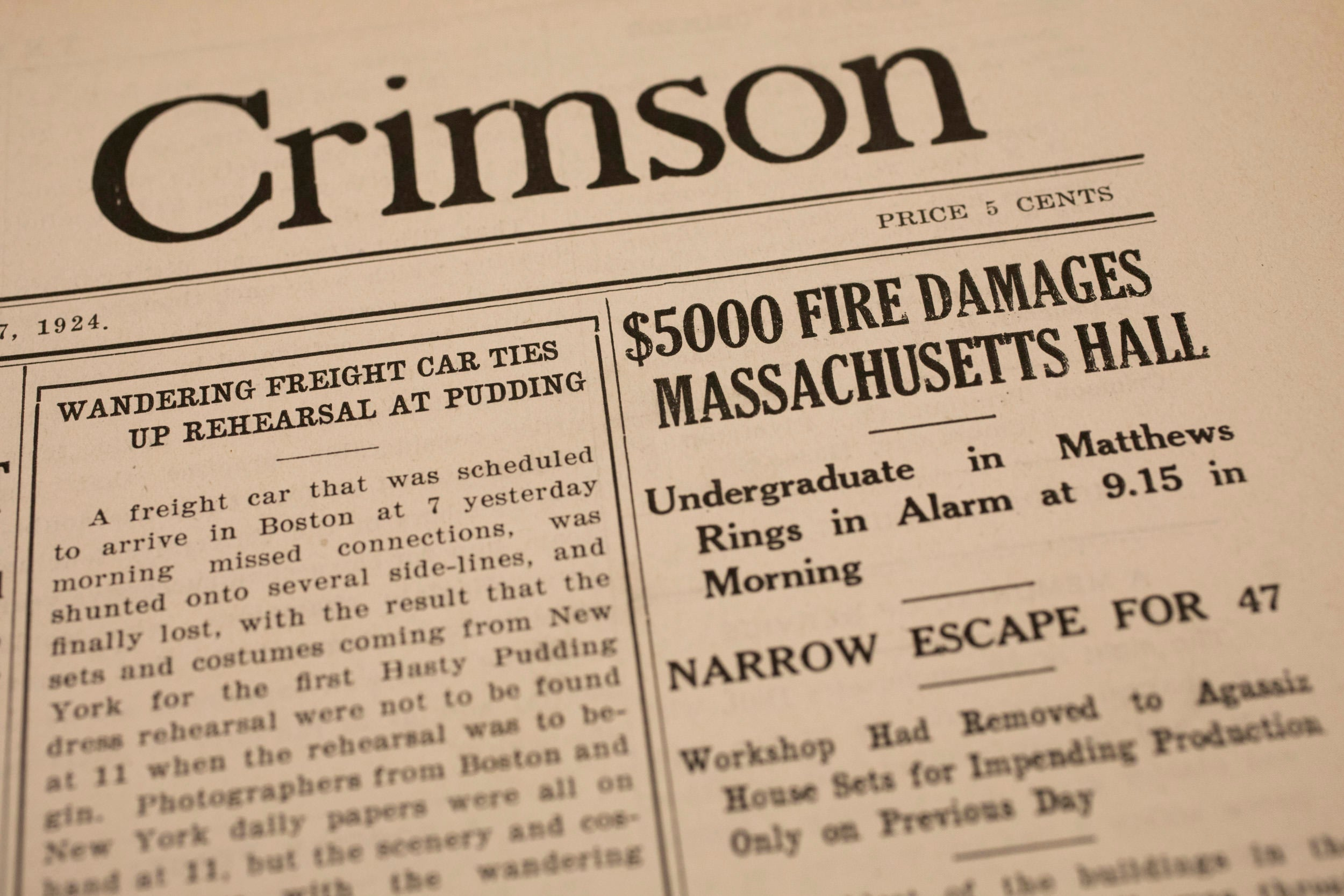 Crimson clipping from 1924 about Mass Hall fire.