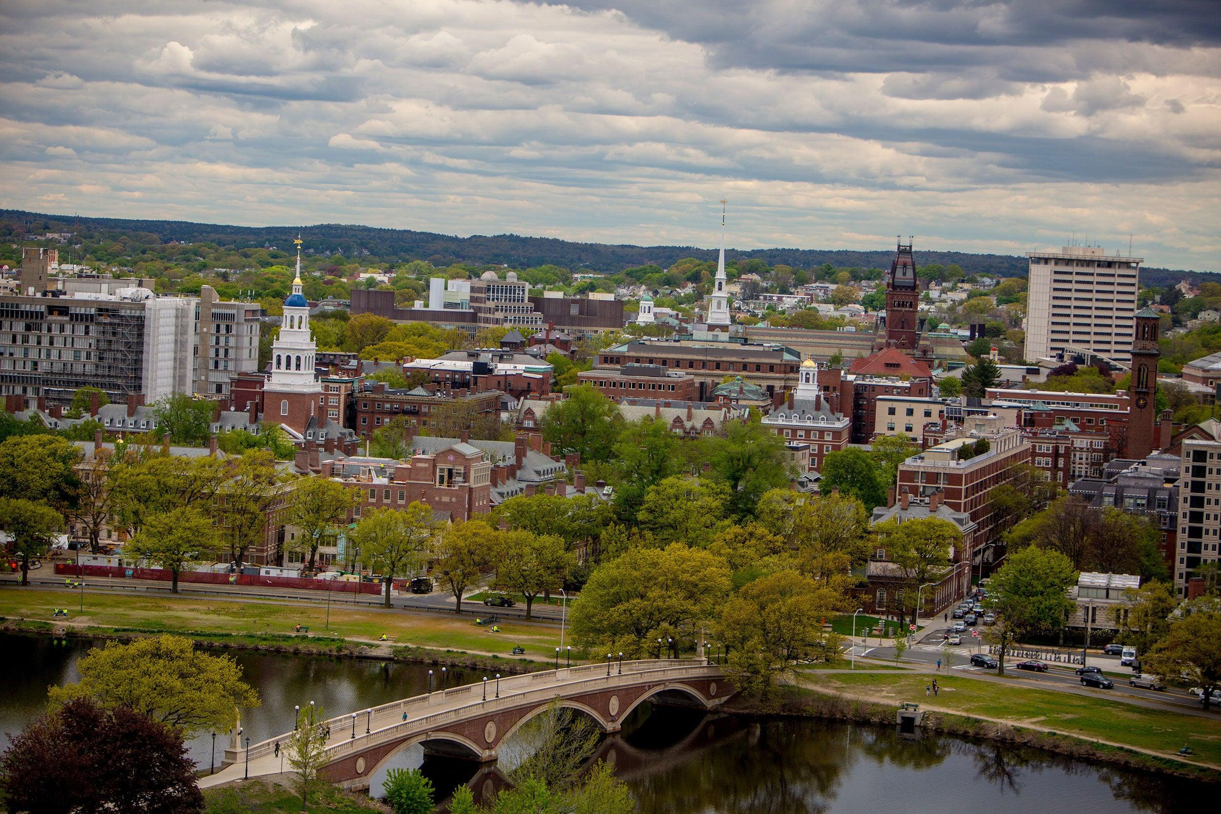 Overviews of Harvard University in Cambridge,