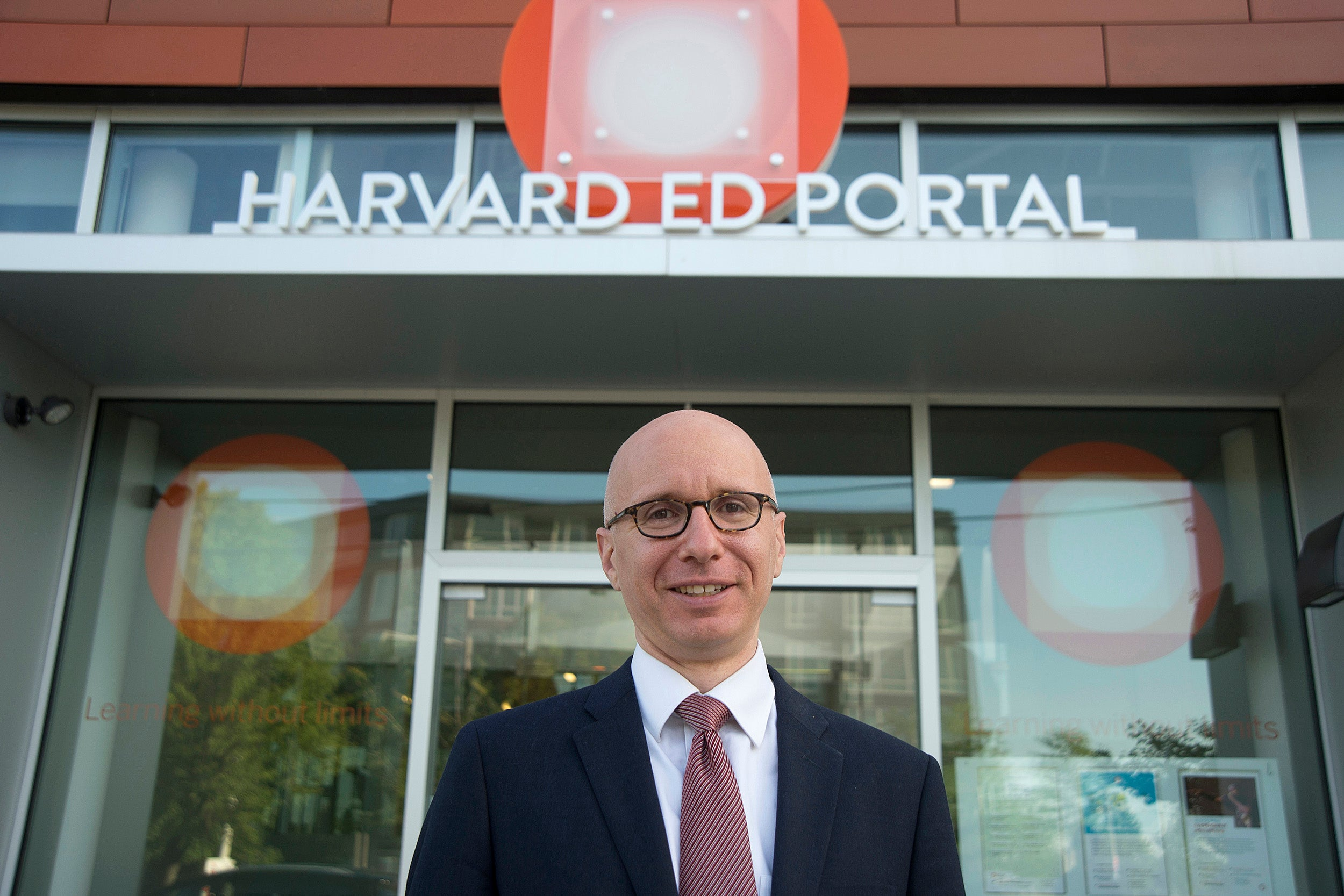"""Poor diet and air pollution are two of the leading drivers of disease across the world, according to Aaron Bernstein, associate director for the Center for Health and the Global Environment, who lectured on """"The Health Benefits of Going Green"""" as part of the Ed Portal's Faculty Speaker Series."""
