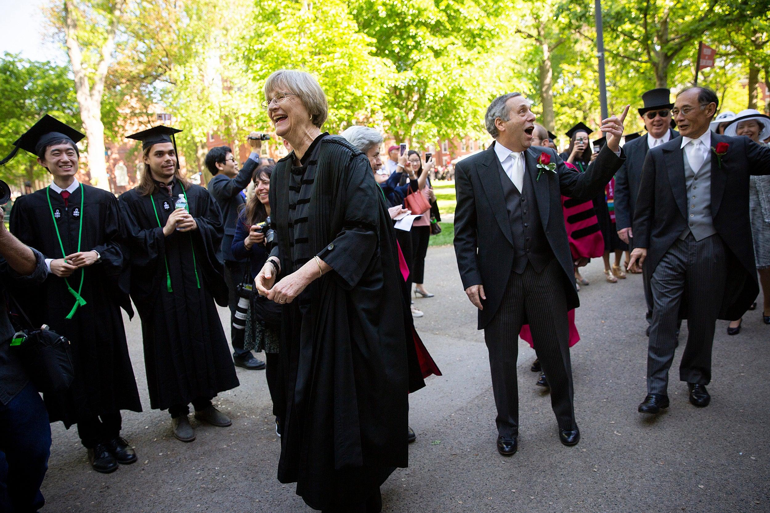 4e85368e428 Snapshots of Harvard s 367th Commencement – Harvard Gazette