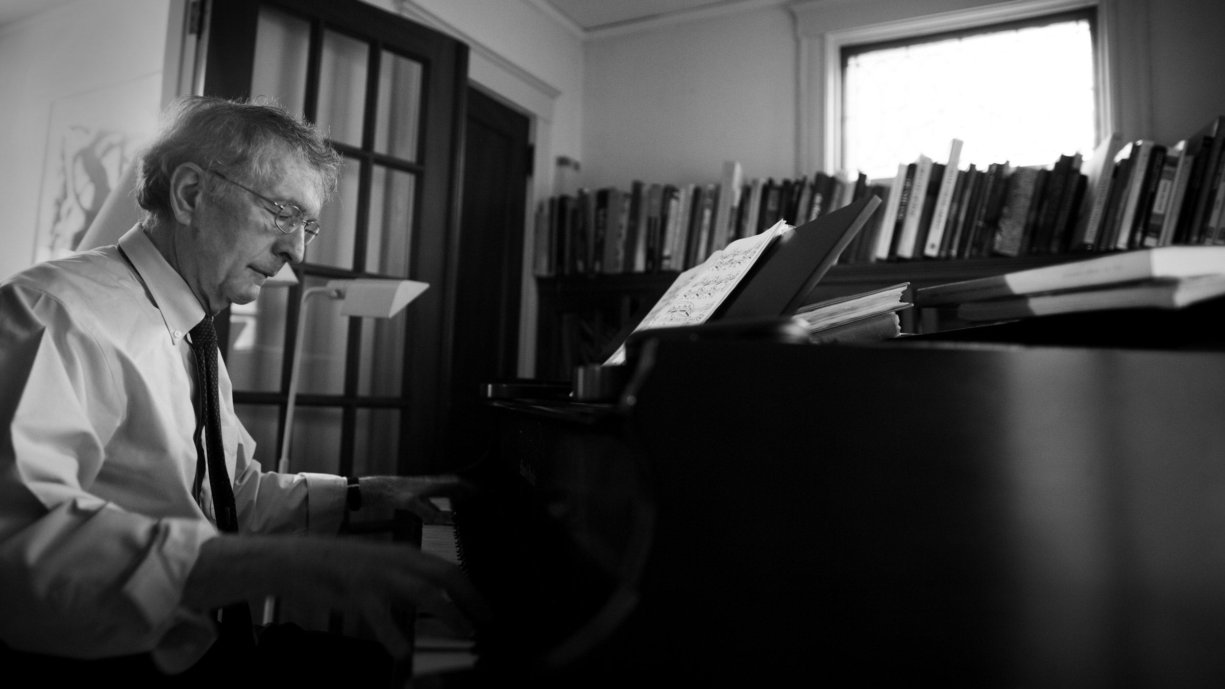Howard Gardner plays the piano.