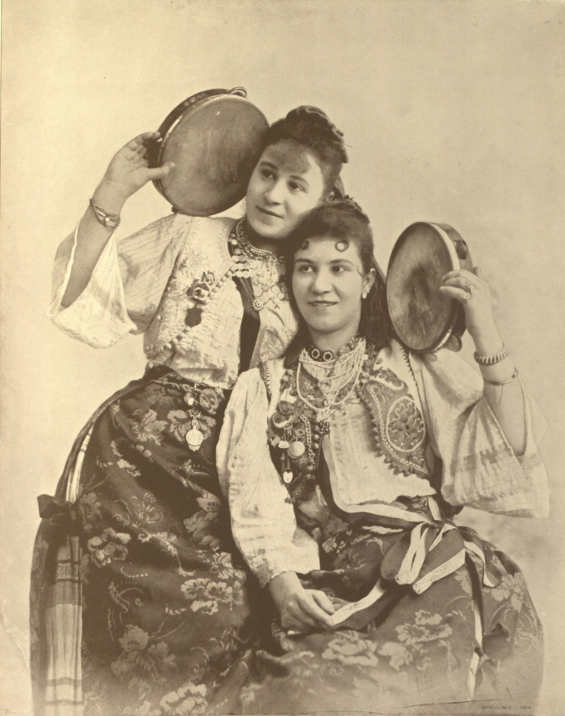 Farbianu Sisters.